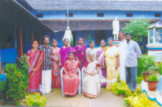 Full front View of the AMSMMTTI Koduvayur along with Manager, Principal and staff members.